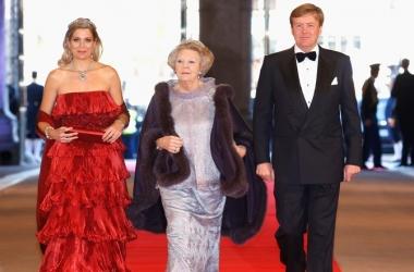 Оцени наряды королевских особ всего мира (фото)