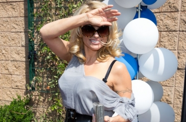 46-летняя Памела Андерсон показала фигуру без фотошопа в бикини (фото)