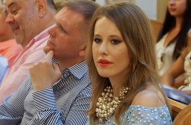 Ксения Собчак показала, что у нее в косметичке