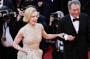 Модный провал: Николь Кидман запуталась в платье (фото)