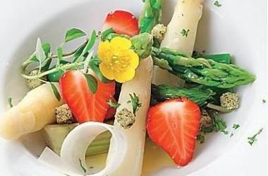 Клубника для гурмана: 6 рецептов изысканных салатов