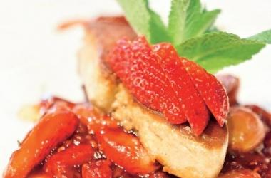Рецепт дня: фуа-гра с фламбированной клубникой