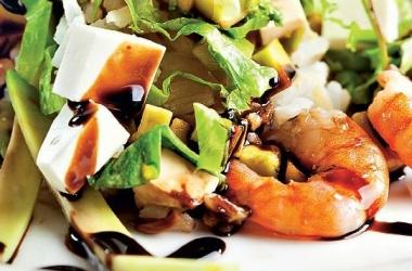 Рецепт дня: салат с креветками и авокадо
