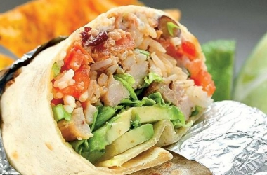 Рецепт дня: буррито с курицей и авокадо