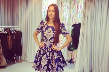 Яна Станишевская примерила кукольное платье (фото)
