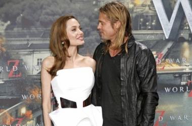 Стиль звезды: Анджелина Джоли в декольтированном платье (фото)