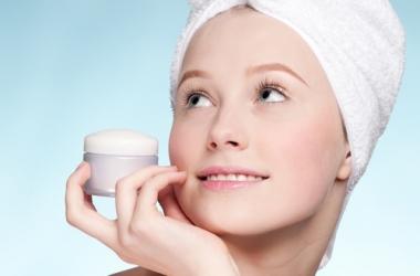 Косметика для подростка: когда покупать крем для лица