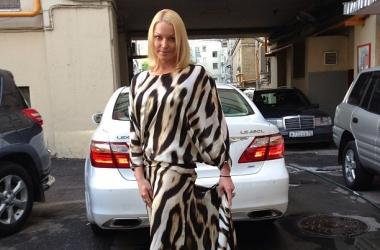 Стиль звезды: Анастасия Волочкова в экстравагантном платье (фото)