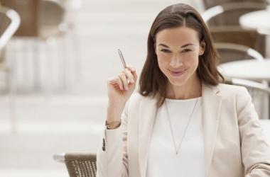 Как женщине-начальнику не утратить женственность: советы психолога