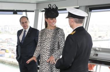 Беременная Кейт Миддлтон научилась управлять лайнером (фото)