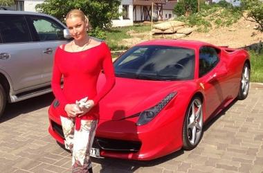 Анастасия Волочкова купила себе Феррари? (фото)
