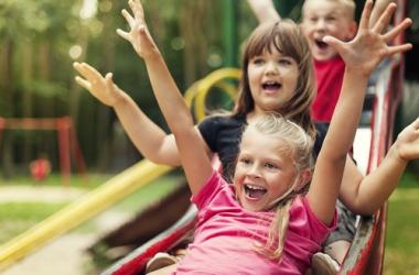 Когда лучше начинать закаливать ребенка: советы педиатра