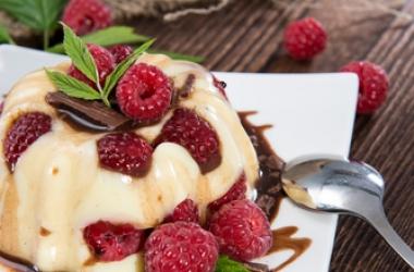 Рецепт дня: диетический малиновый десерт