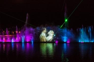 На плавающем фонтане в Виннице показали новое грандиозное шоу