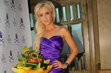 Ольга Бузова на годовщину свадьбы устроила полуголую фотосессию (фото)