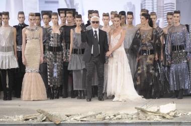 Высокая мода: Лагерфельд представил в Париже классику будущего (фото)