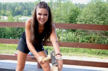 Руслана рубила дрова для хорошего секса (фото)