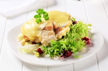 Легкий ужин: рецепт трески с зеленью