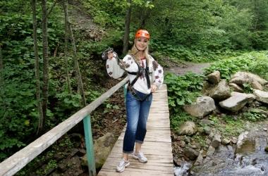 Ольга Сумская летала над пропастью и пела гимн Украины (фото)