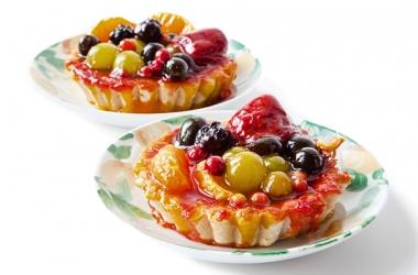 Летний десерт: корзинка с ягодами