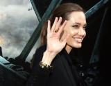 Анджелина Джоли хотела пошутить, но опозорилась, пытаясь изобразить английский акцент