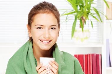 Скорая помощь при простуде: топ-6 простых рецептов для полоскания и лечения горла
