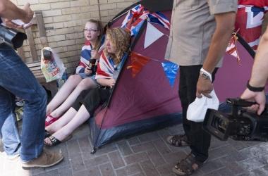 Роды Кейт Миддлтон: британцы ждут ребенка с палатками и лестницами (фото)