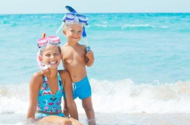 Как защитить малыша от солнца: солнцезащитные средства для детей