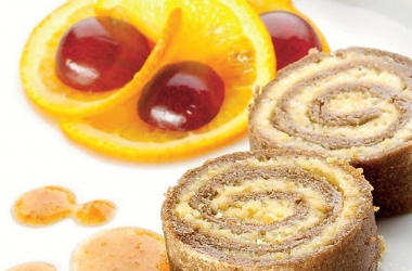 Десерт дня: персиково-твороженный рулет