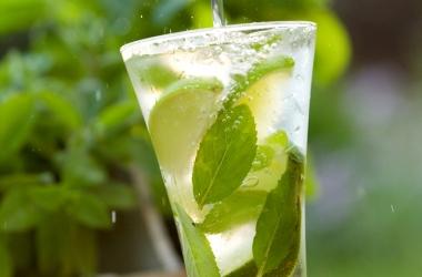 3 причины пить утром натощак воду с лимоном