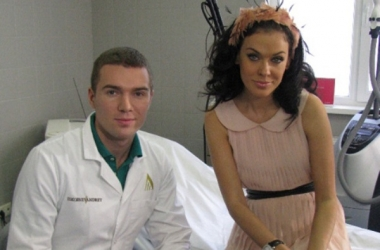 Подруга Искорнева родила и показала новорожденную дочь (фото)