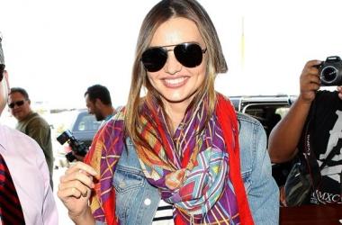 Модные шарфы 2013: урок стиля от Энистон и Миранды Керр (фото)