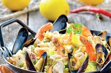 Паэлья с курицей и морепродуктами: рецепт дня