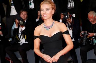 Стиль звезды: Скарлетт Йоханссон в платье с глубочайшим декольте (фото)
