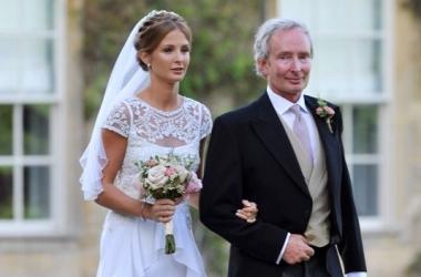 Оцени свадебное платье знаменитого модного блогера (фото)
