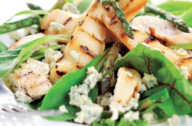 Элегантный рецепт: салат с грушами и спаржей гриль