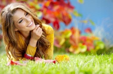 Красивые волосы осенью: укрепление и питание для всех типов