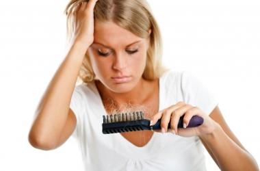 Сезонное выпадение волос: что делать?