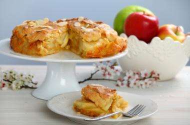 Яблочный пирог по-шведски: с миндалем и лимонным соком