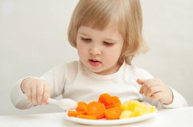 Ребенок мало ест: что делать?