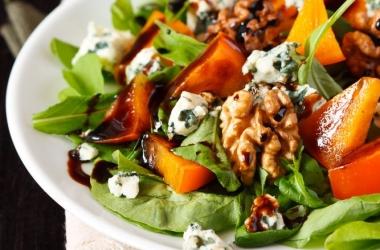 Салат с хурмой: быстро, вкусно и полезно (рецепт)