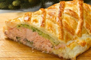 Быстрый пирог с лососем и шпинатом (рецепт)