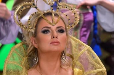 Анна Семенович показала роскошный бюст (фото)