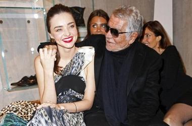 Роберто Кавалли и Миранду Керр застукали за страстными поцелуями (фото)