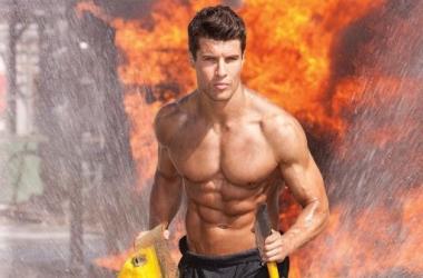 Пожарные порадовали сексуальным календарем (фото)