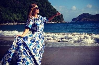 Виктория Боня встречает весну в очень красивых платьях