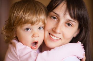 Детская ревность: что делать, если ребенок ревнует маму