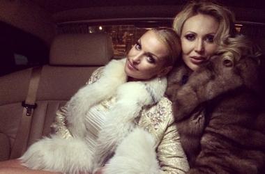 Анастасия Волочкова не cмогла пройти мимо голой женщины