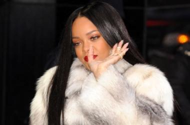 Модный провал: Рианна изуродовала шикарную шубу (фото)