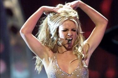 Похудевшая Бритни Спирс обнажила длинные ножки и роскошный бюст (фото)